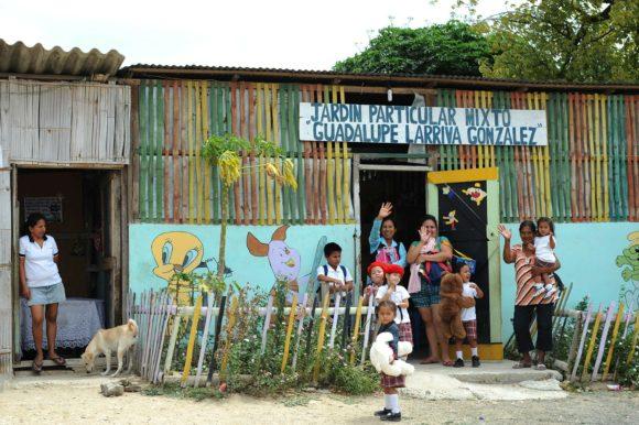 Ecuadorian family waving